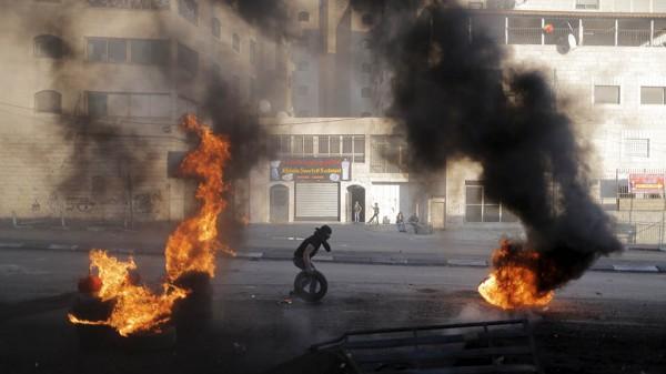 سلطة جودة البيئة تدعو المواطنين لعدم حرق اطارات السيارات