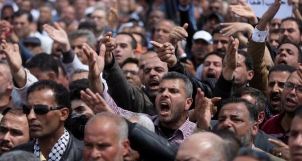 """طالع الأسماء: """"دنيا الوطن"""" تنفرد بنشر كشوفات المتقاعدين بديوان الرئيس في غزة"""