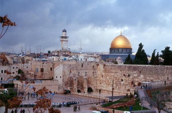 """""""الإعلام"""": """"البراق"""" جزء من """"الأقصى"""" وبوسع واشنطن منح إسرائيل البيت الأبيض"""