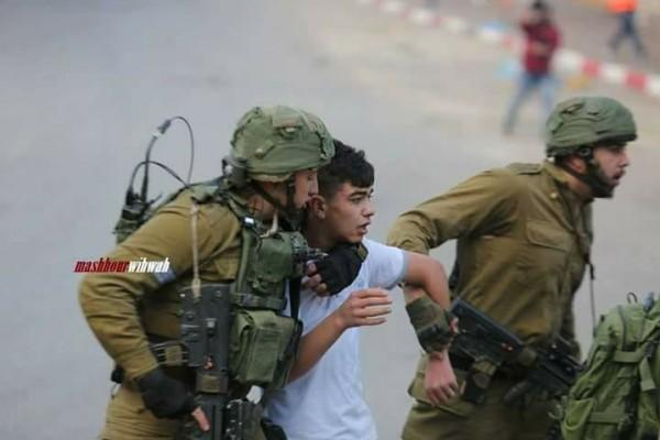 الاحتلال يعتقل طفلا من داخل مسجد بقرية دير نظام برام الله