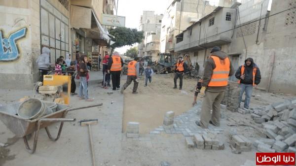 بلدية غزة تستخدم 500 متر من البلاط لصيانة الطرق