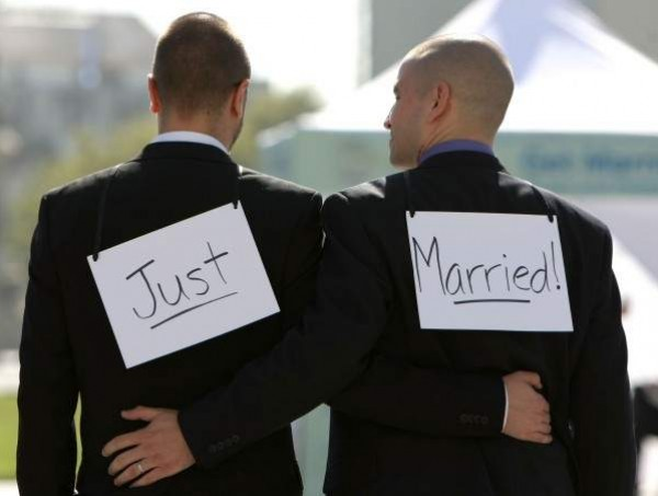 رجلان يتزوجان مع أنهما ليسا مثليين   دنيا الوطن