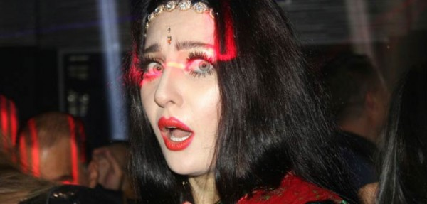 صافيناز تخطف الأنظار بالساري الهندي في عيد ميلادها