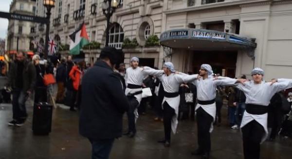 فيديو: دبكة فلسطينية في أشهر شوارع لندن
