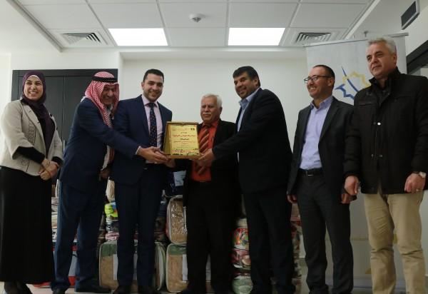 """""""الاسلامي الفلسطيني"""" يقدم تبرعات عينية للمحافظة ولجنة زكاة طوباس"""
