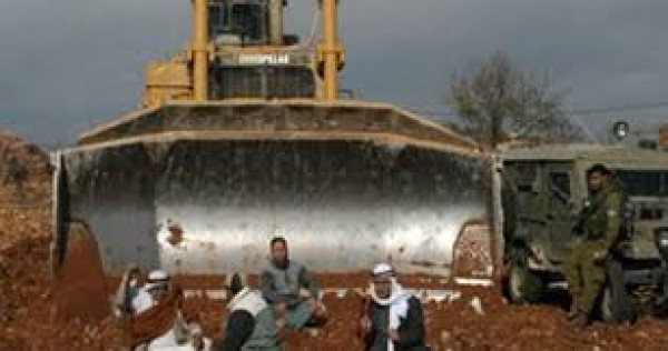 جرافات الاحتلال تحرث أراضي الظحية وتبيد مزروعاتها بالنقب عرب 48