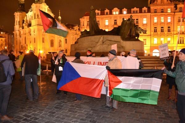 مسيرة باتجاه السفارة الإسرائيلية في براغ تنديدا بجرائم الاحتلال