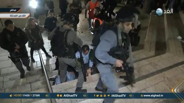 """تعدى الاحتلال على طاقم """"الغد"""" في الخليل وإصابة المراسل"""