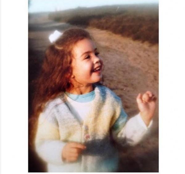 هذه الطفلة أصبحت ملكة جمال بلدها عام 2002