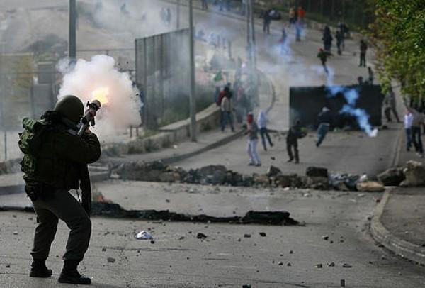 إصابة أربعة مواطنين بينهم مسعف في القدس