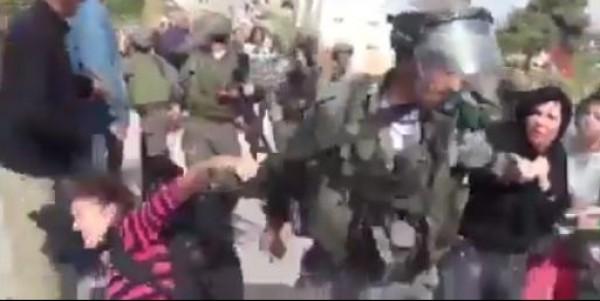 فيديو: الاحتلال يعتدي بالضرب على سيدة وينزع حجابها