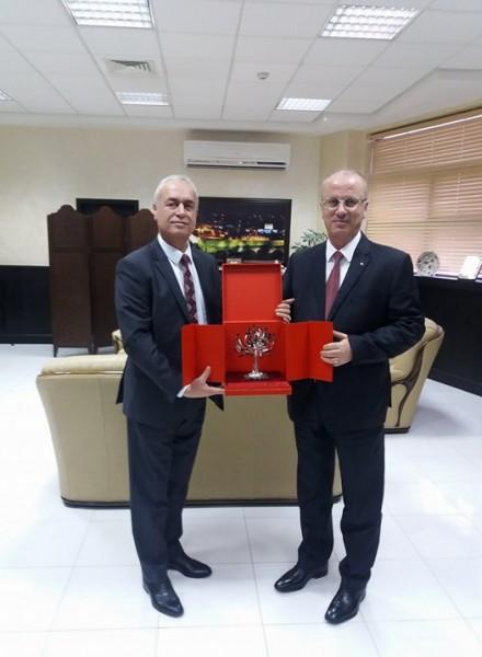 الحمد الله يبحث قضايا مع الأمين العام لمجلس وزراء الداخلية العرب