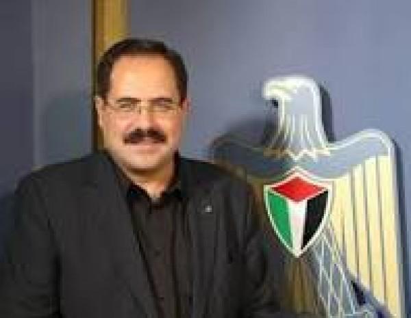 وزير التربية يقرر إعادة 500 معلم إلى عملهم في غزة
