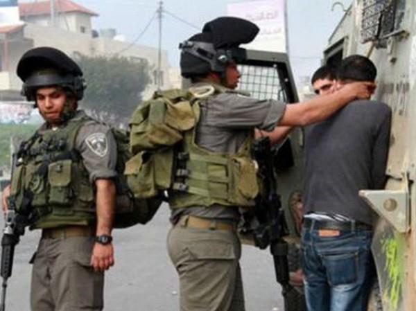 الاحتلال يعتقل 14 عاملا بحجة عدم وجود تصاريح في هرتسيليا