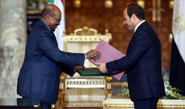 البشير يأمر بحل الأزمات مع مصر
