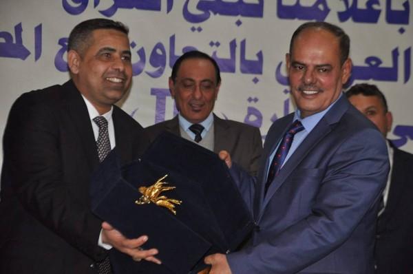 هادي جلو مرعي يفوز بجائزة أفضل كاتب عمود صحفي للعام2017