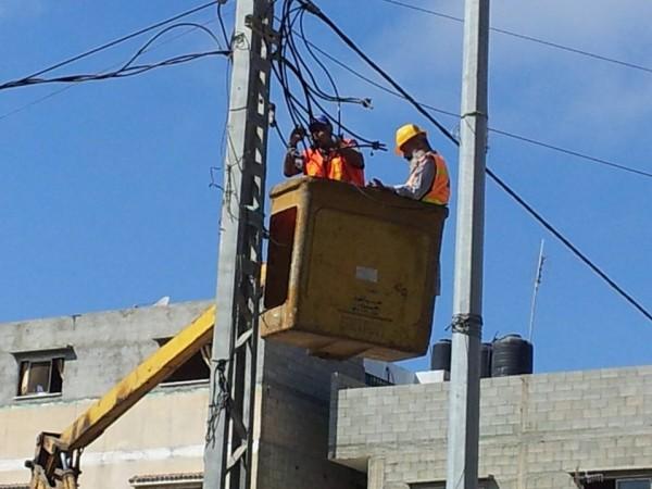 بلدية غزة تنفذ أعمال صيانة للإنارة في(109) شارع في المدينة