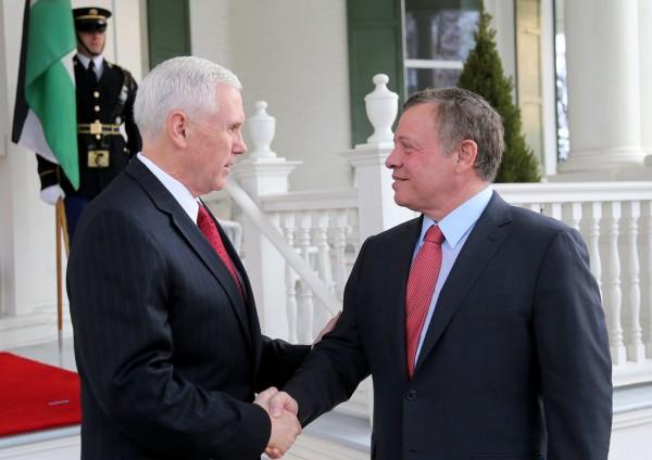بنس: اتفقت مع ملك الأردن على أننا مختلفان