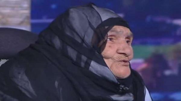 """فيديو: مُعمّرة مصرية تتبرع بـ""""تحويشة عمرها"""""""