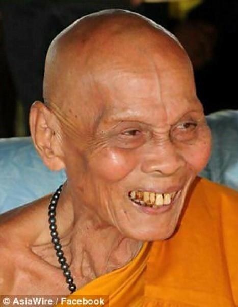 استخرجوا جثته بعد عامين من وفاته راهب بوذي يصدم أتباعه