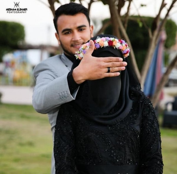 صور عروس مصرية بفستان زفاف أسود ونقاب تشعل مواقع التواصل الإجتماعي