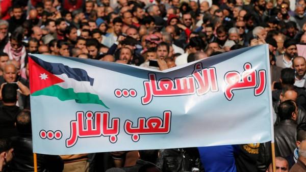 فيديو: مظاهرات ومواجهات ضد قرار الحكومة رفع الأسعار في الأردن