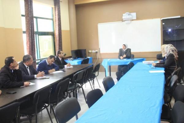 مديرة التربية والتعليم بقلقيلية تعقد سلسلة اجتماعات مع مديري المدارس