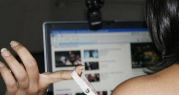 """الحبس لمغربي ابتز فتاة ونشر """" فيديو إباحي """" لها على الفيسبوك"""