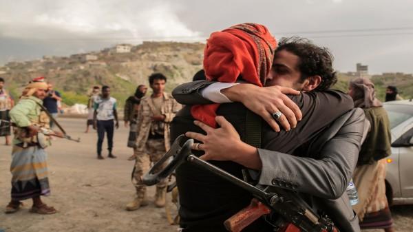 """نجاح صفقة تبادل أسرى بين قوات الرئيس اليمني و""""أنصار الله"""""""