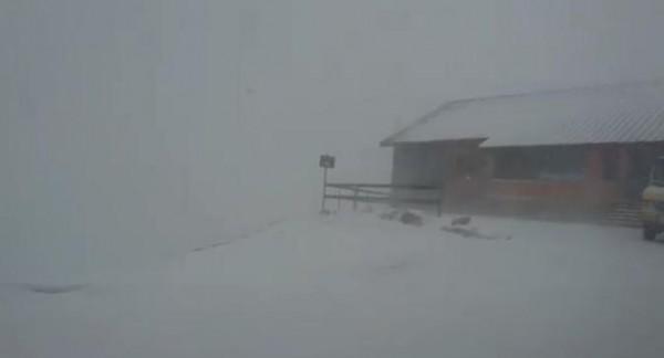 فيديو: الثلوج تغطي منطقة جبل الشيخ