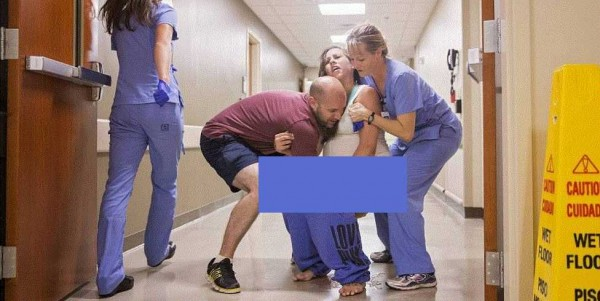 صور مؤثّرة: أنجبت على الأرض في ممر المستشفى