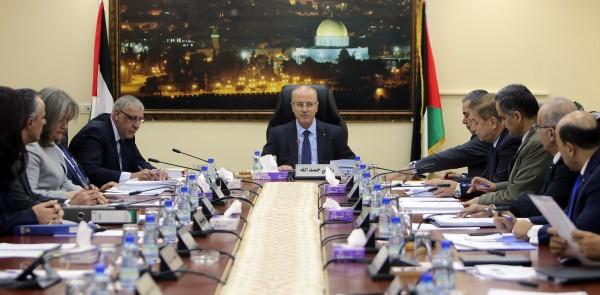 مجلس الوزراء: سنبدأ باستيعاب 20 ألفاً من موظفي غزة حال تمكين الحكومة