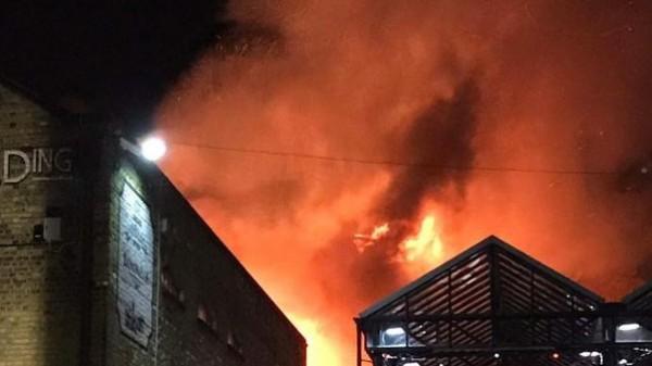 فيديو: حريق هائل في منطقة صناعية شمال غربي لندن