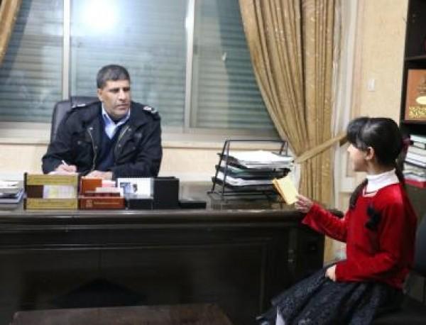 الشرطة تلبي أمنية طفلة بعمل تقرير صحفي عن عمل الجهاز