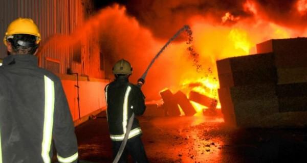 الدفاع المدني يجلي سيدة من منزل احترق في جبع بجنين