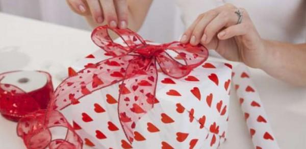فيسبوك يقدم هدية لمن يعلنون ارتباطهم يوم عيد الحب.. فما هي؟