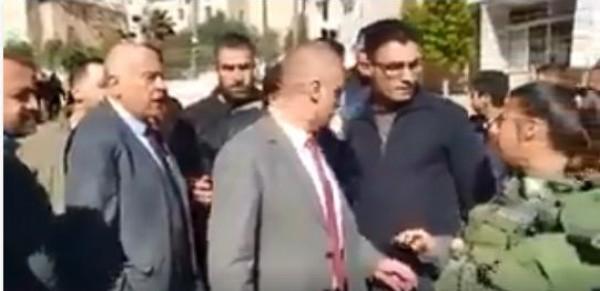 فيديو: مشادة كلامية بين جبريل الرجوب وجنود الاحتلال