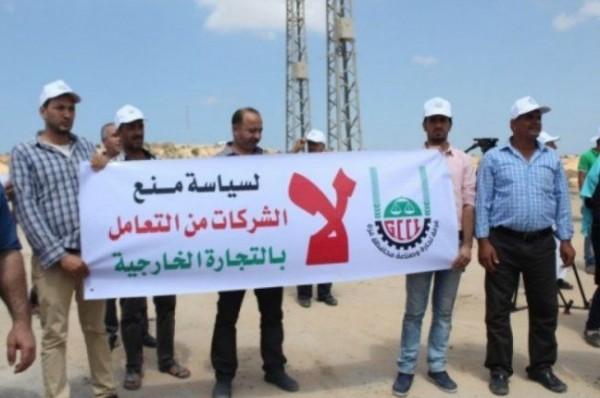الاحتلال يسحب تصاريح سفر 3 آلاف تاجر من غزة