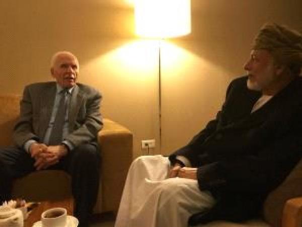 الأحمد يطلع وزير الخارجية العُماني على الإجراءات الإسرائيلية ضد شعبنا