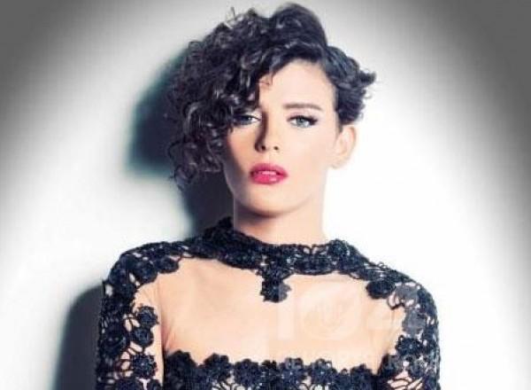 صور ملكة جمال مصر السابقة تتجاوز الخطوط الحمراء بصور الفالنتين