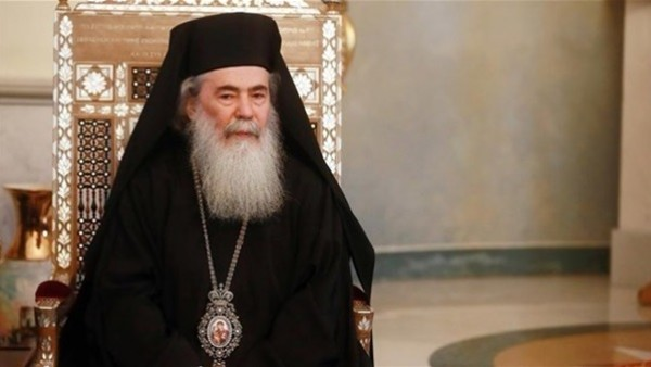 ثيوفيلوس: فتحنا أبواب كنيسة القيامة بعد تراجع الاحتلال عن فرض الضرائب