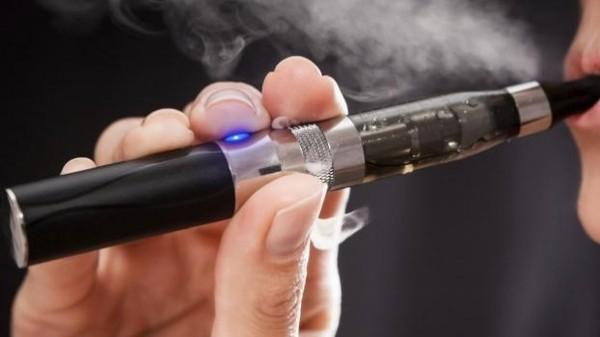 """الإفتاء المصرية توضح الحكم الشرعي لـ """"السجائر الإلكترونية"""""""