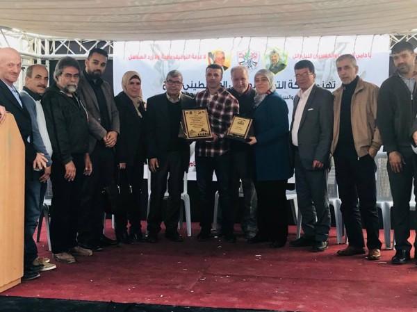 هيئة الأسرى تكرم الإعلامية فلسطين حجة والأسير المحرر منصور فواقه