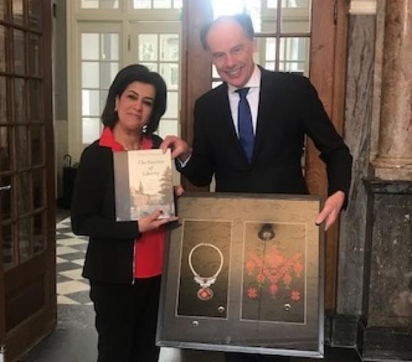 السفيرة سليمان تلتقي برئيس جامعة لايدن الهولندية