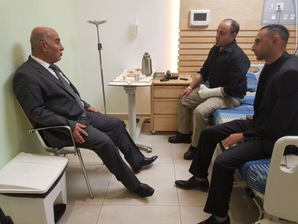 صور: اللواء ضميري يطمئن على صحة جرحى استهداف موكب رئيس الوزراء