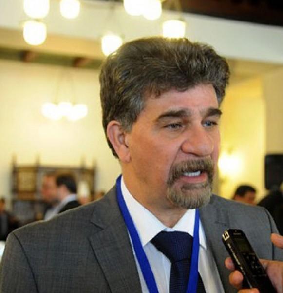 السفير عبد الهادي يُحي اللاعبة الجزائرية أمينة بالقاضي