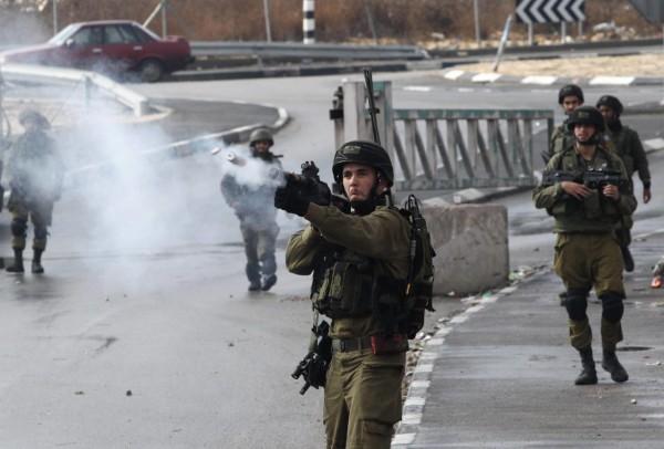 إصابة عدد من الطلاب بالاختناق خلال مواجهات مع الاحتلال بنابلس