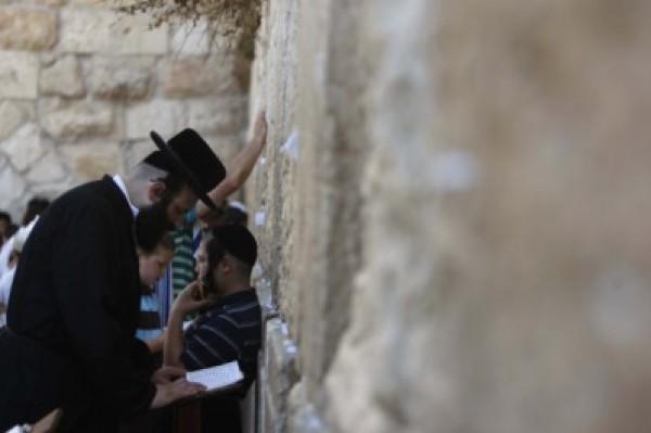سابقة خطيرة.. محكمة الاحتلال تُجيز لليهود الصلاة على أبواب الأقصى