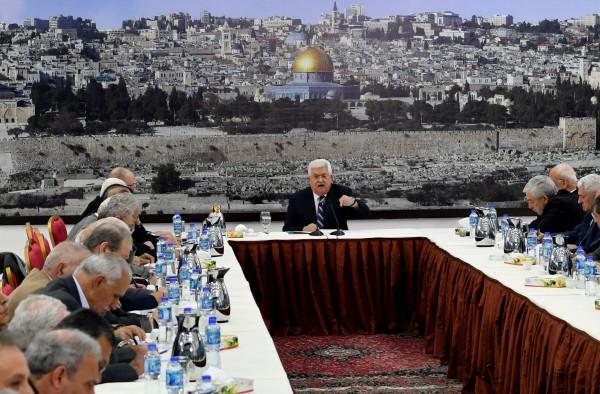 مصادر مقربة من الرئيس: الرئيس عباس يُوقف الإجراءات عن قطاع غزة