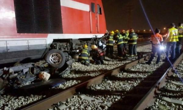 قتيلان وجريح بتصادم بين قطار وسيارة بالرملة